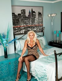 Blonde cougar Lana Cox is..